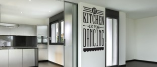 Kitchen is for dancing (2235) - motiv samolepky na zeď
